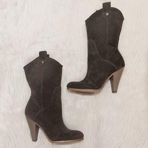 American Eagle Graduate dark brown leather boots.
